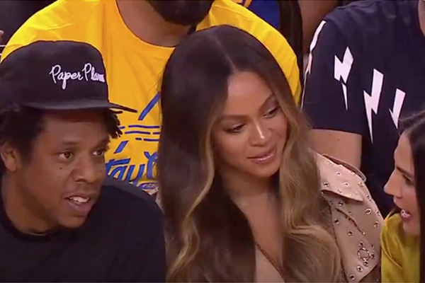 Beyoncé hace un Beatriz Müller y marca su territorio a codazos