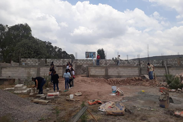 Los becados de AMLO son unos inúti… ¡Reconstruyen escuela gracias a dinero de becas!