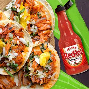 Unos buenos taquitos con copia, pasto, chillona y su respectiva salsa