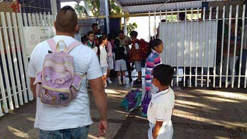 Adultos con mochilas para niños también podrán inscribirse a este ciclo escolar: SEP