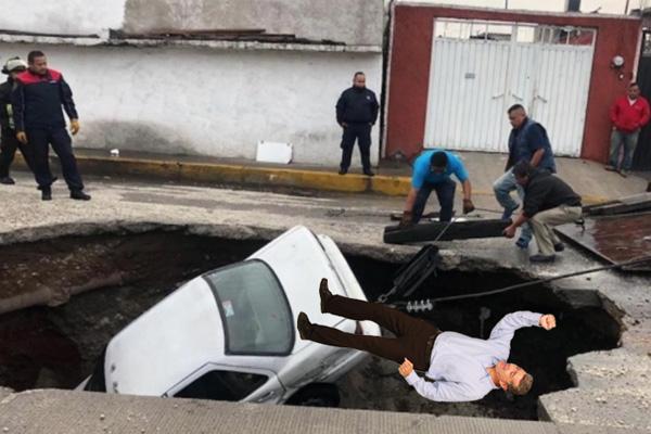 """Aprovechan socavón en Ecatepec para aventar a todos los que digan """"aiga"""""""