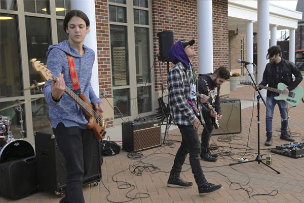 Banda local de rock se compromete a seguir fracasando para este 2020