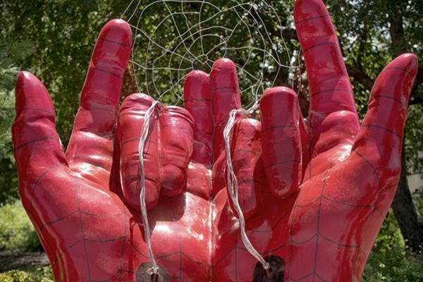 ¿Qué tan Mauricio Clark está tu pueblo? Confunden manos de Spiderman con manos demoniacas