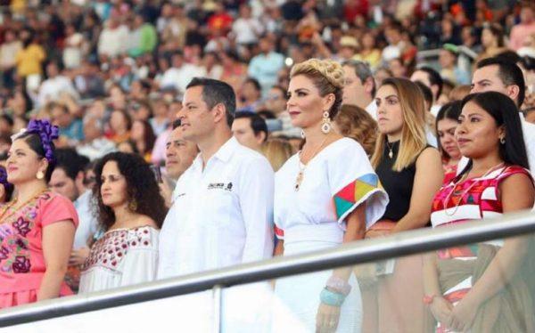 Yalitza ocupó el palco de honor junto al gobernador durante la Guelaguetza 2019