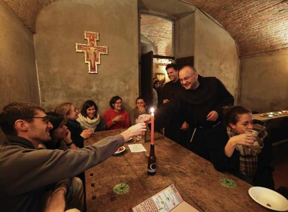 Aleluya: en este bar te regalan cheve mientras te hablan de religión