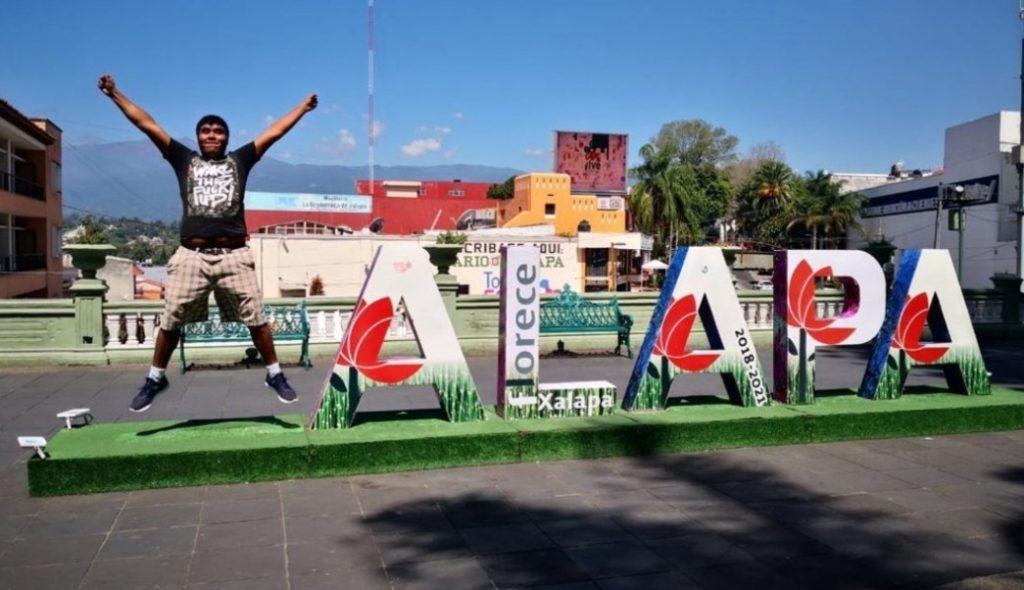 Otra vez Xalapa: Se roban las letras de la ciudad y la gente se la está curando