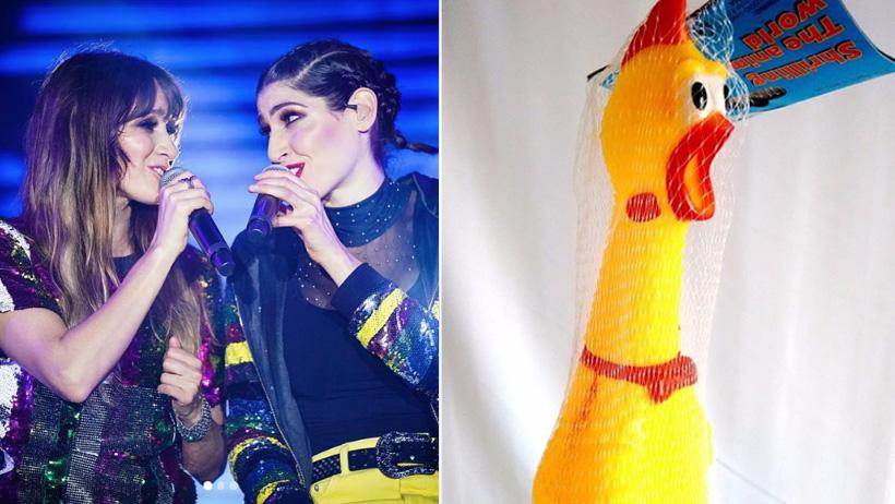 Extraen pollo de broma de la garganta de Ha-Ash para ayudarlas a cantar mejor
