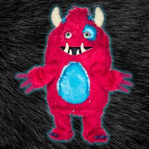 Aunque es tan feo que lo rechazaron en el casting de Monsters Inc., Monstruo tiene un gran corazón e intentará ganarse el tuyo con una buena cantada.