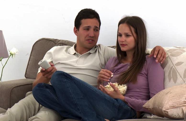 Estudios revelan que si pones atención a la película no tienes que preguntarle nada a tu pareja