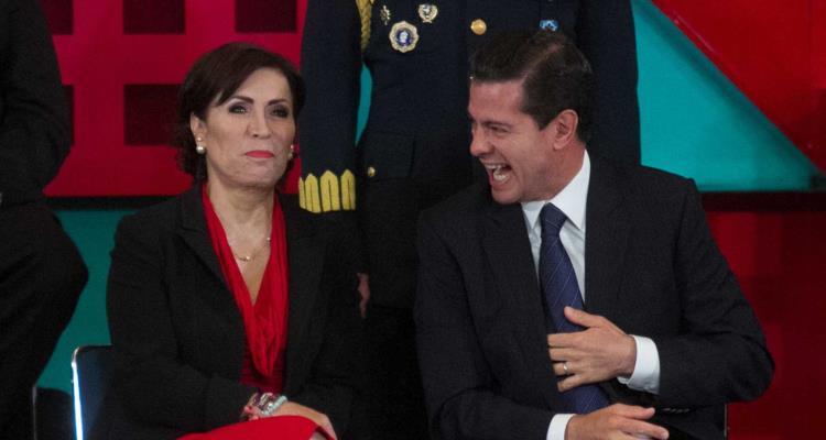 Guardia que tendría que vigilar a Rosario R. en la regadera presenta su renuncia