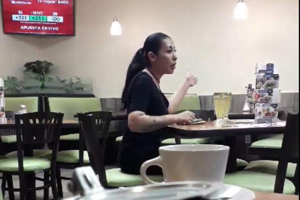 mujer novio invisible