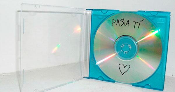 """Joven del 2004 """"quema"""" disco con sus canciones favoritas, espera conquistar a su crush"""