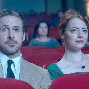 Cuando vas con tu acá al cine, tú: