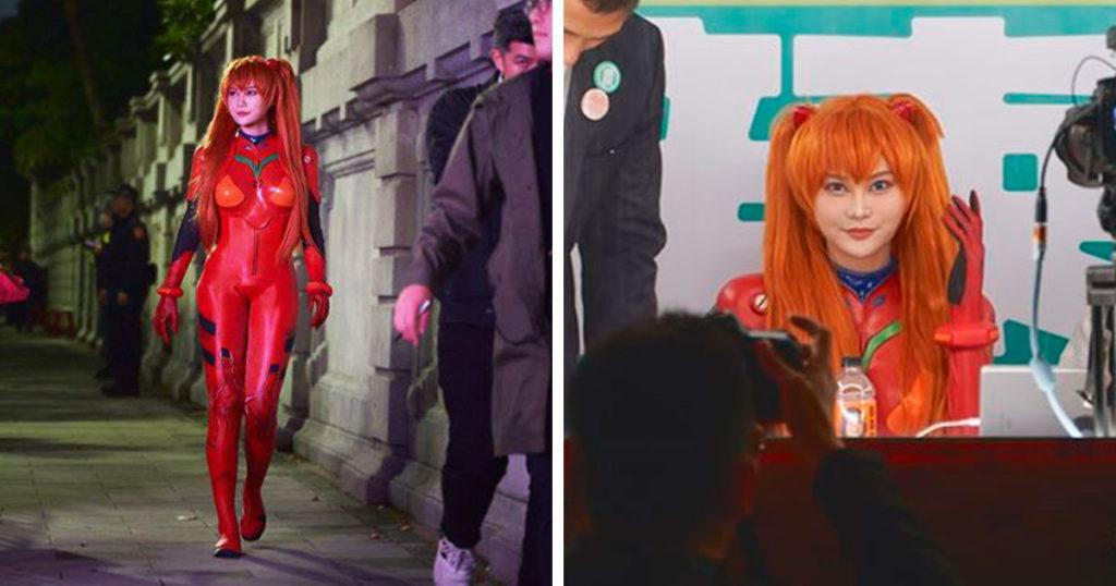 Esta candidata salió vestida de Asuka de Evangelion y ya se ganó al pueblo otaku
