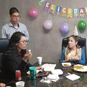 Cuando se acerca el cumpleaños de tu compañero de trabajo u oficina tú...