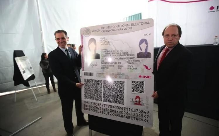INE anuncia nueva credencial para votar jumbo para que no se les pierda a los mexicanos