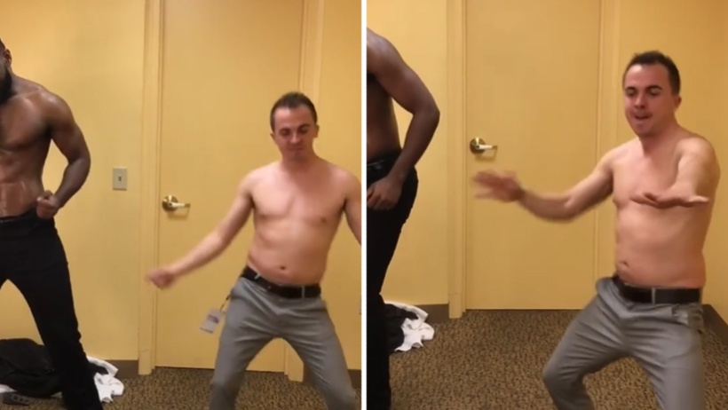 Momento exacto en que Malcom se puso stripper y encendió el internet con sensualidad