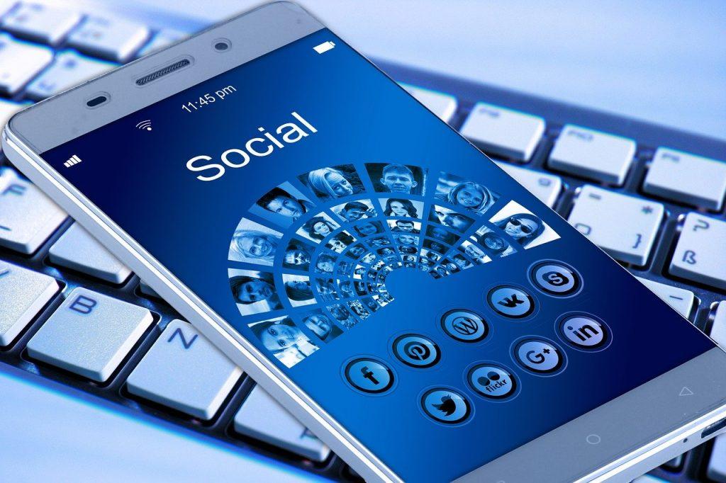 Redes Sociales y celular, aumentan enfermedades mentales