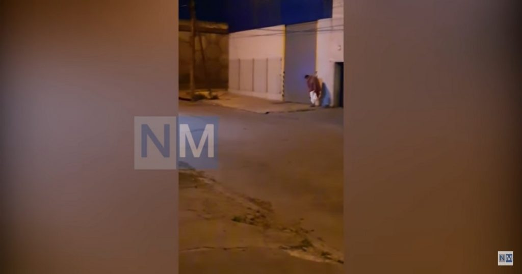 Paciente argentino con COVID-19 escapa del hospital en bata y es detenido (VIDEO)