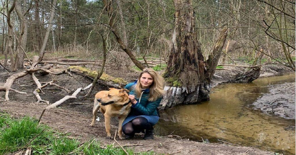 Desfigurada: Modelo casi pierde un ojo por ataque de su perro