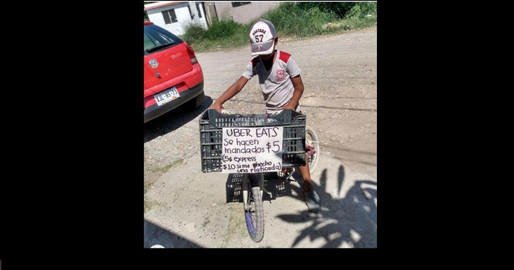 Iker, el niño que cobra 5 pesos por hacer mandados y 10 si incluye plática