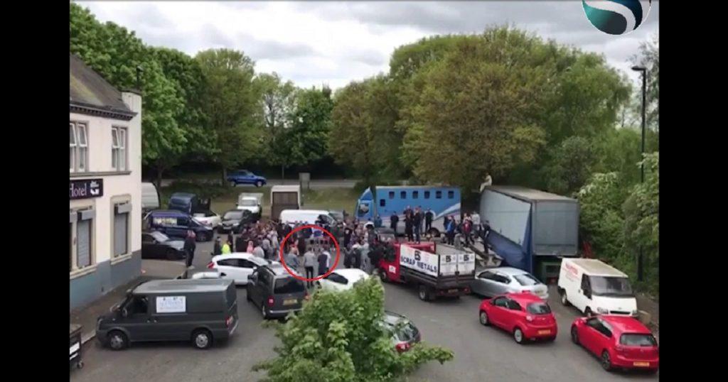 Pelea callejera entre 2 hombres por un cajón de estacionamiento se vuelve viral (VIDEO)