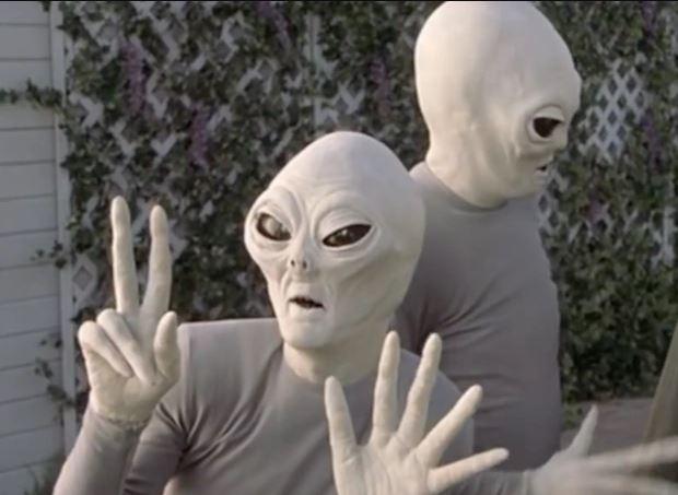 Aliens Scary Movie 3 //nota monolito