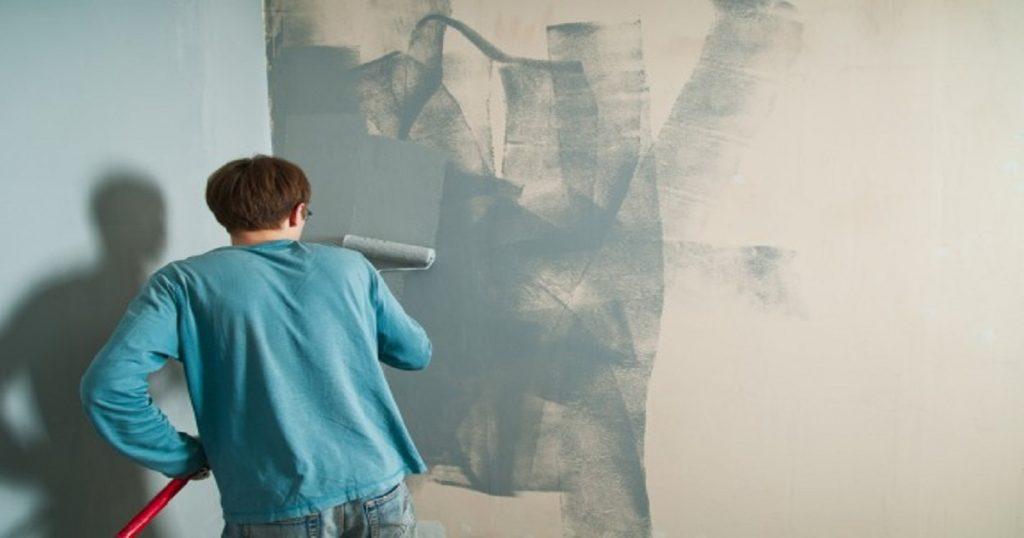 """""""Consejo futuro"""": Mujer encuentra mensaje oculto durante remodelación de su casa"""