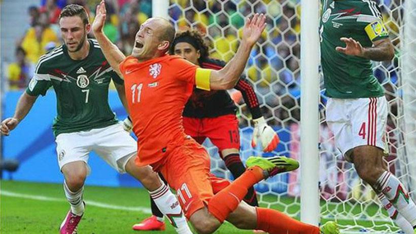 Marcan penal inexistente, México no pasa al quinto partido