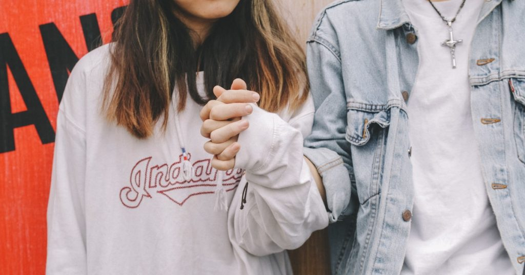 Tener relaciones con alguien con quien no vives es ilegal desde hoy en Reino Unido