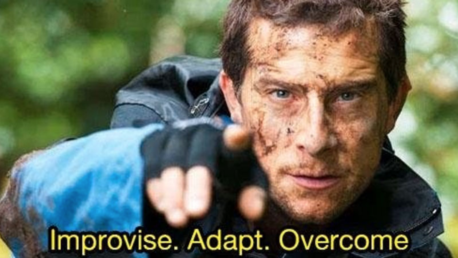Bear Grylls Adapt Improvise Overcome Meme//nota pupitres anti-covid