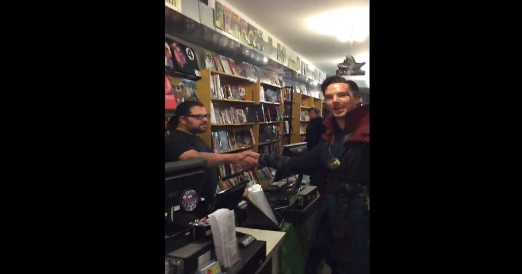 VIDEO: Doctor Strange entra a tienda de cómics en NY y hechiza a todo mundo