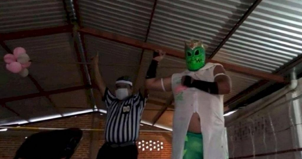 """Luchador llamado """"Coronavirus"""" debuta en la Copa Covid-19 y es oro puro (VIDEO)"""