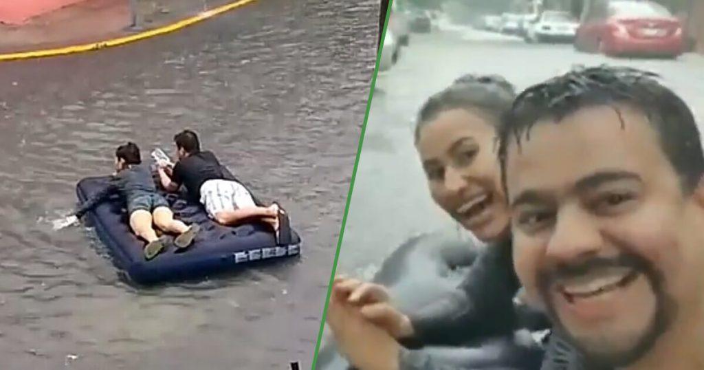 VIDEO: Pareja se divierte con colchón inflable en calle inundada