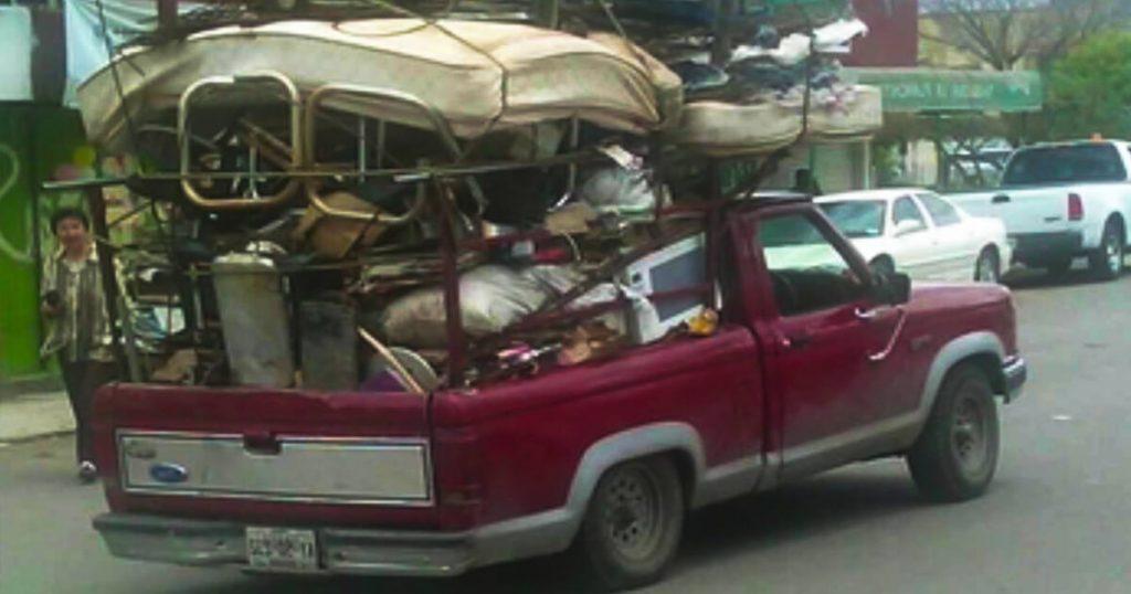 """Foráneos que se sepan completa """"Se compran colchones"""" adquirirán nacionalidad chilanga"""