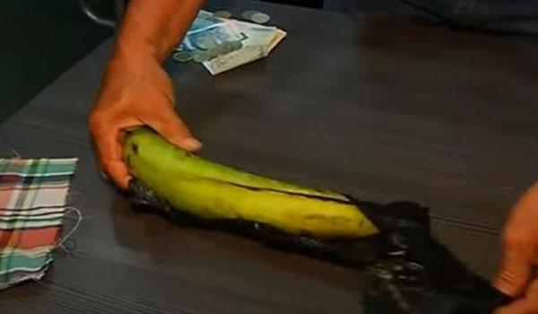 Surrealismo nivel: Asaltante intenta robar funeraria usando un plátano como arma