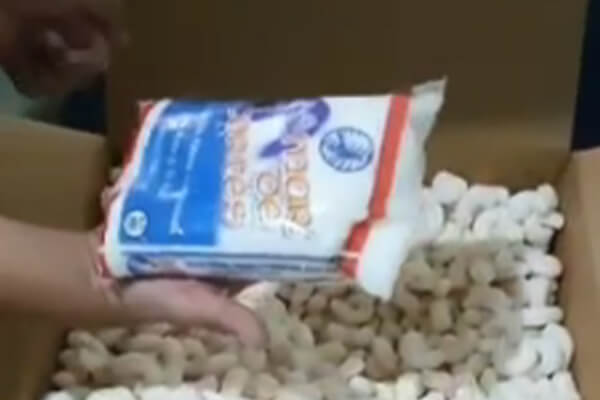 Volvió a pasar: compra laptops por internet y le llegan bolsas con sal