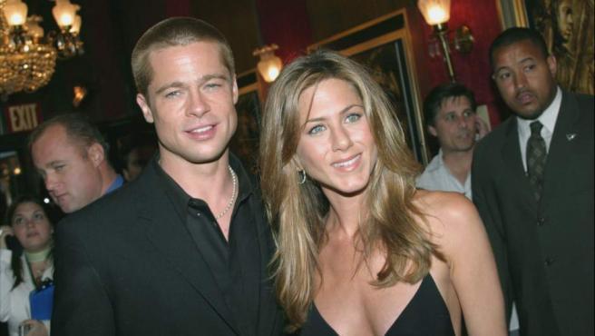 Donde fuego hubo: Encuentran a Brad Pitt muy pegadito a Jennifer Aniston