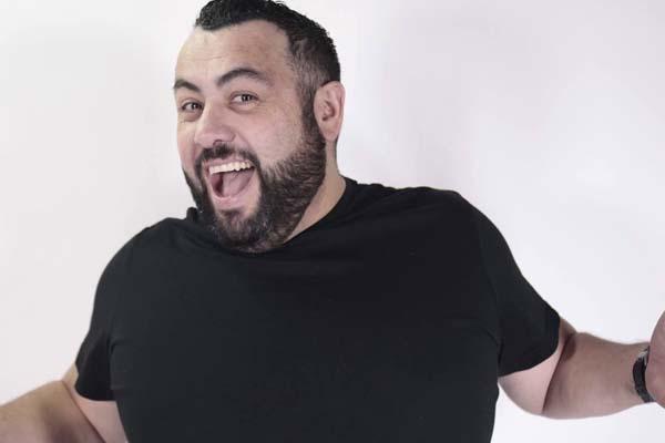Comediante malacopea contra compañera en vivo y el Internet se muere de pena ajena