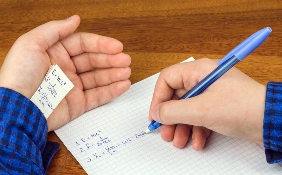 Darán 1 año de cárcel a estudiante que pase las respuestas de un examen