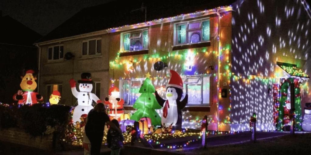 ¿Y el Día de Muertos amá? Mujer decora su casa de Navidad desde ahora para acabar con el año