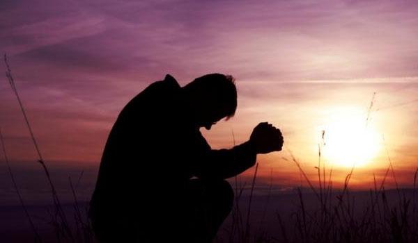 Hombre que madruga le pide ayuda a Dios y Dios le envía un jugo de guayaba