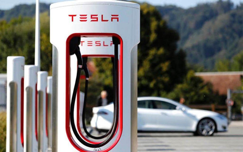 Usan los cargadores eléctricos de los Tesla para cargar todo menos los Tesla